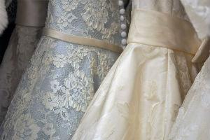Comment nettoyer une robe de soirée tachée lors d'un cocktail à La Salvetat-Saint-Gilles
